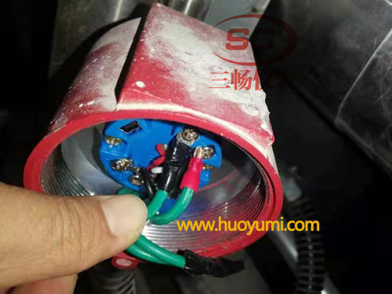 磁翻板液位计远传变送器接线位置